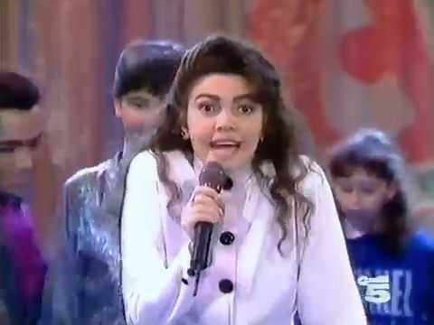 Download Cristina D'Avena canta Precipitevolissimevolmente (Sabato al Circo, 1991)