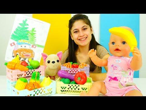 Ayşe, Loli ve bebek Gül meyve ve sebze alıyorlar indir