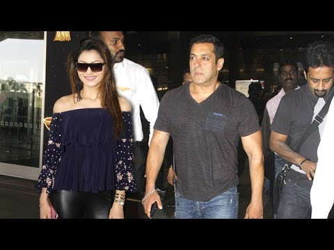 Airport Spotting 2nd Nov 2016 - Salman Khan, Urvashi Rautela