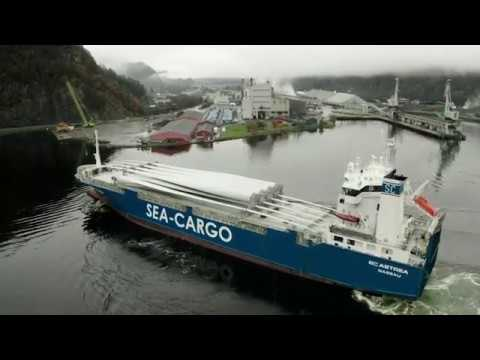 Sea-Cargo transporting wind turbine parts