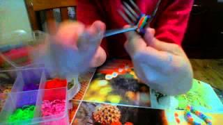 урок 3.перевёрнутый рыбий хвост.плетение из резинок Rainbow Loom на вилках
