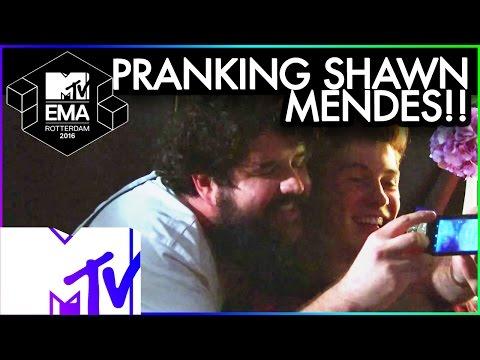 Bebe Rexha Pranks Shawn Mendes | 2016 MTV EMA