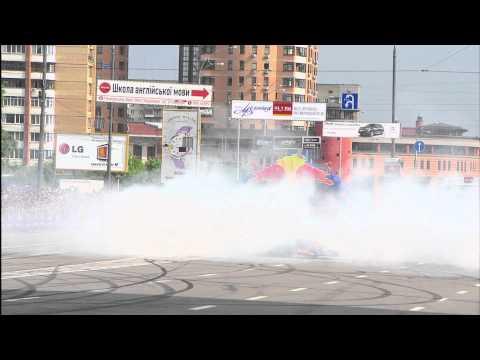 Парад Формулы 1 в Киеве - команда Red Bull Racing