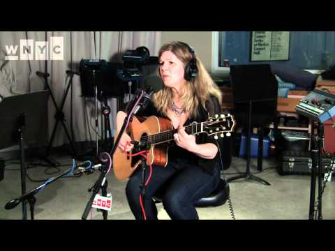 "Dar Williams ""Crystal Creek"" Live on Soundcheck"