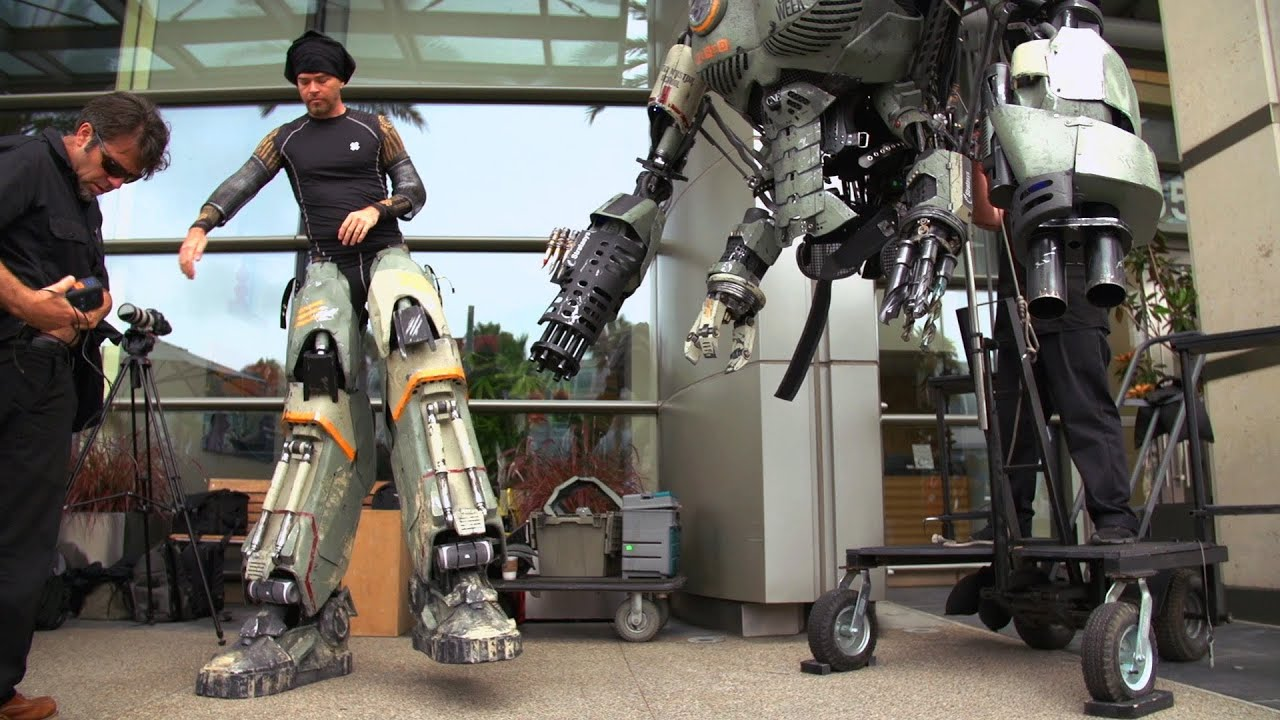 Special Effects Secrets of Wired\'s Comic-Con Robot - YouTube