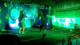 Badrinath Ki dulhaniya dance performance by hot girls