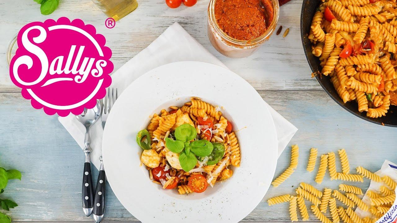 Pasta Caprese Pasta Mit Rotem Pesto Und Mozzarella Schnelle Kuche Sallys Welt Youtube