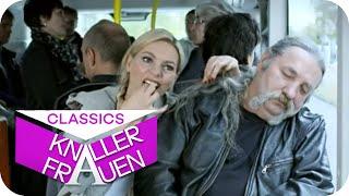 Mittagschläfchen im Bus mit Martina