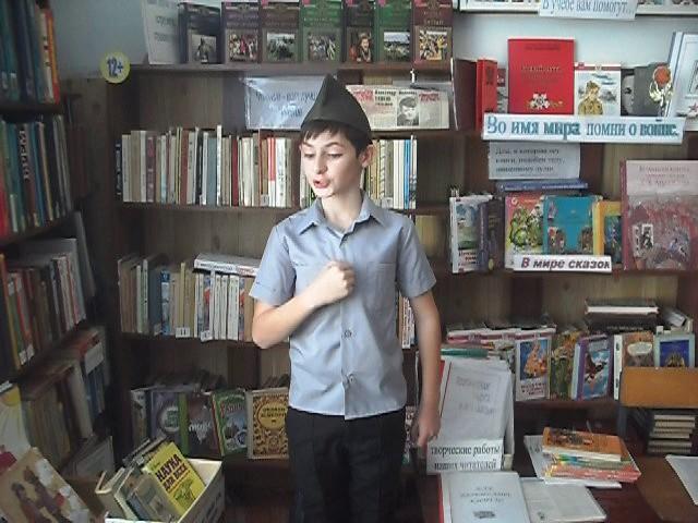 Изображение предпросмотра прочтения – АнзорЗакриев читает произведение «Рассказ танкиста» А.Т.Твардовского
