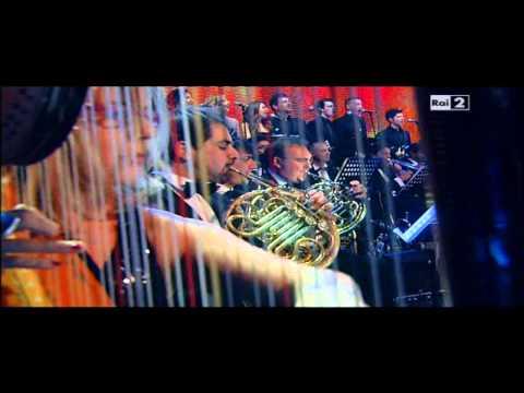 Patti Smith e Arisa in People have the power. Orchestra diretta da Renato Serio
