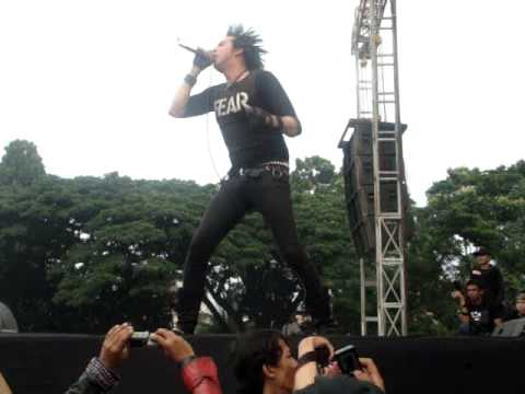 Total Chaos -Punks Will Not Die ( Live In Bandung, Indonesia )