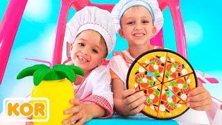 블라드와 니키타는 식당을 가지고 장난감 요리를 제공