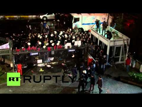 RAW: Police storm opposition Zaman newspaper HQ in Istanbul
