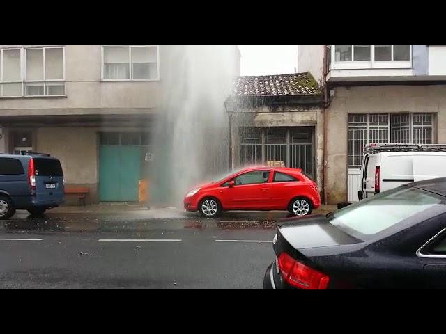 Nueva rotura en la traída de agua de Monforte