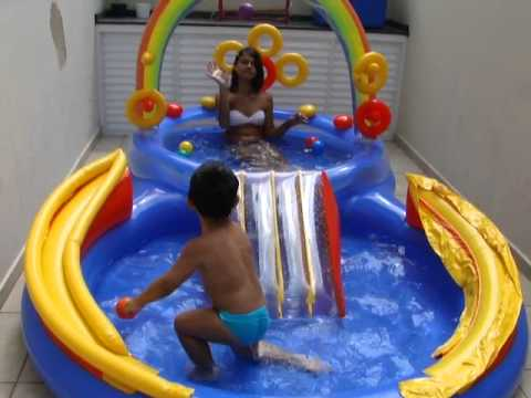 Brincando na piscina com a carol 2 anos e 4 meses mp4 for Piscina p bebe