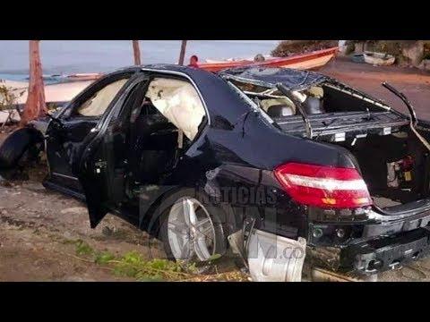 Dos personas fallecidas al precipitarse vehículo al mar Caribe en Baní