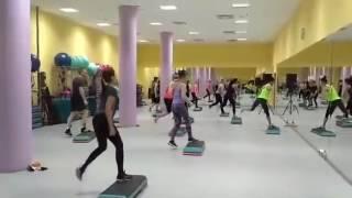 Занятия на степ платформе Step Fashion - видео с урока в фитнес клубе FITNESS 24