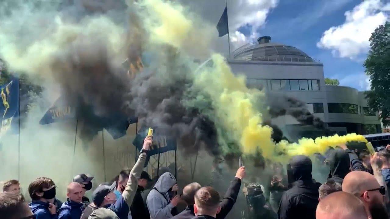 Беспорядки у здания суда во время заседания по делу Медведчука