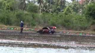 Repeat youtube video แข่งรถไถนา วัดมะเกลือ