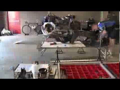 Quá trình lắp ráp Yamaha R1 trong 5 tiếng đồng hồ