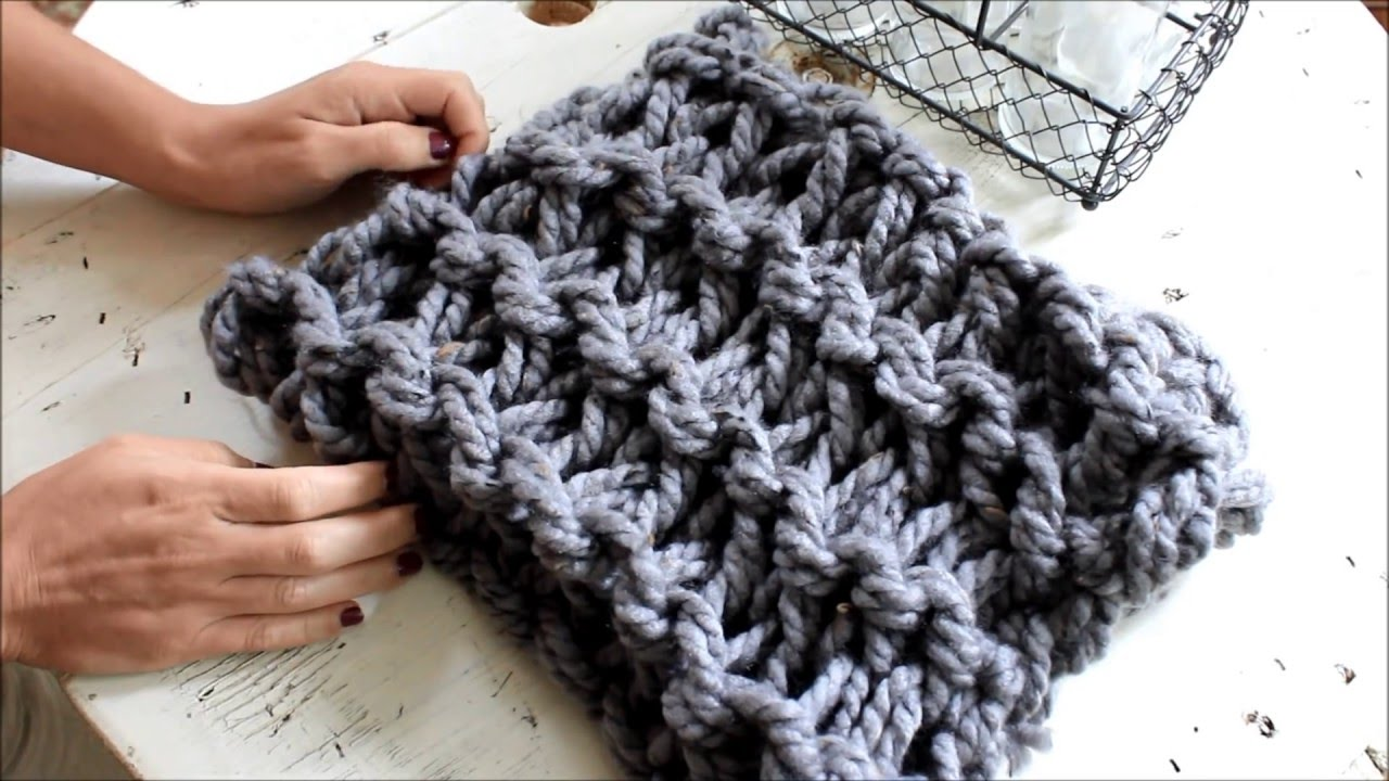 How To Arm Knit A Garter Stitch Scarf In 20 Minutes With Simply