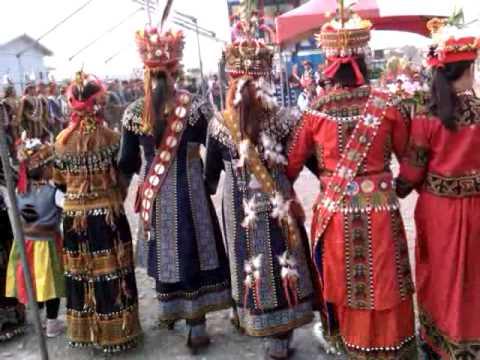 原住民婚禮後的舞蹈,最愛看ㄉ是衣服背後ㄉ美麗裝飾 - YouTube