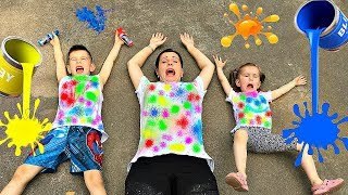 Kids and mommy make COLOR T-shirts