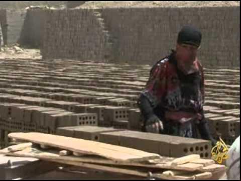 معاناة المرأة والأطفال بمعامل الطوب في العراق