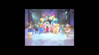 ディズニーのキャラクターが氷上で行う大人気のパフォーマンス Disney O...