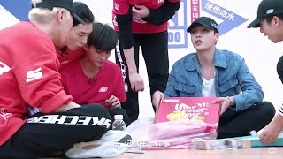 Video [Eng Sub] Yixing Treats Trainees Pizza & Explains the Meaning of Mask - 180327 IP E11 Preview LAY download MP3, 3GP, MP4, WEBM, AVI, FLV Agustus 2018