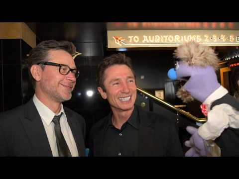 That time actors Connor Trinneer & Dominic Keating talked to a puppet at Unbelievable!!!!! Premiere.