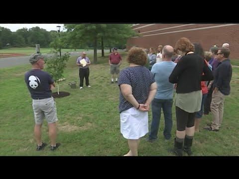 Amherst high school reunion memorializes lost classmates