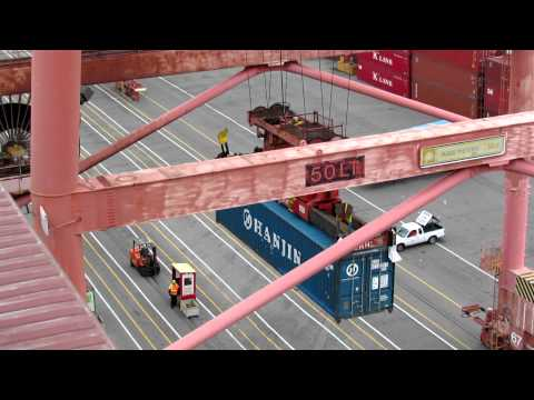 Unloading a container from the Hanjin Oslo in the Port of Seattle