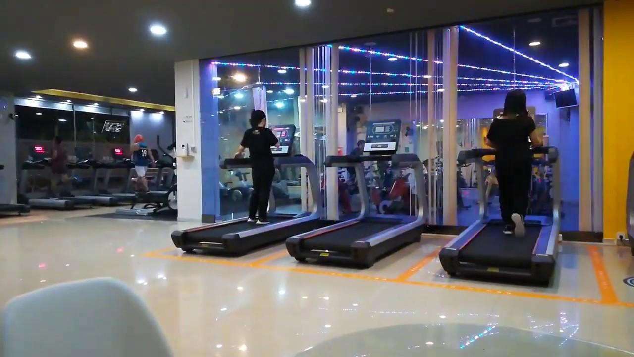 Chinese civilian gym/广东24小时自助平价健身房,运气好时,会遇到S型身材的美女哦