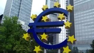 Город Франкфурт-на-Майне, Германия Памятник Евро(Увеличенная копия знака Евро символично установлена перед Европейским центральным банком, занимающим..., 2016-07-06T12:32:20.000Z)
