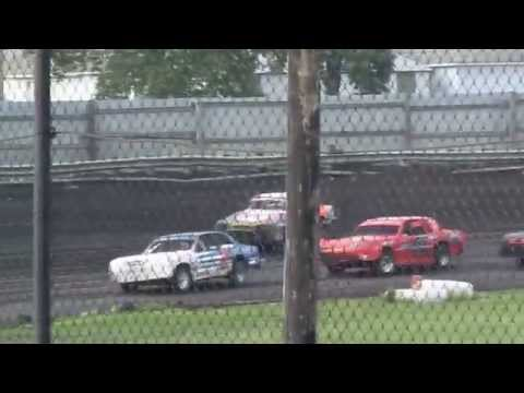 Wade Gilliland racing Algona Raceway 8-16-14