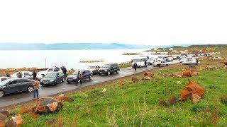 12 05 18 Կաթի մթերման ցածր գնի համար լճափնյա գյուղերի բնակիչները փակել էին Սևան-Գավառ ավտոճանապարհը: