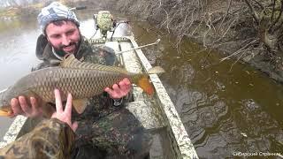 Рыбалка на кас тинговую сеть Огромные сазаны и щуки в маленькой речке