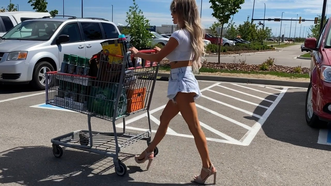 Let's go shopping - Costco! Outfit - Jean shorts and crop top and heels