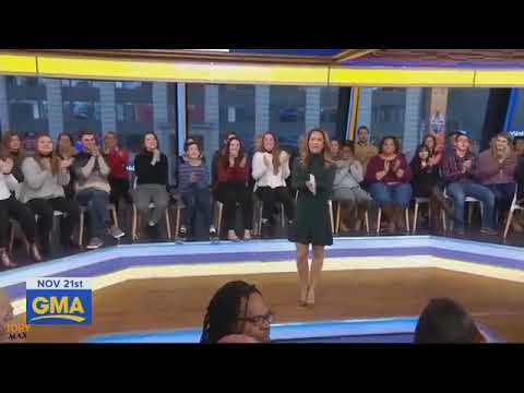 """Jessie J - """"Santa Claus Is Comin To Town""""   LIVE Good Morning America (21.11.2018)"""