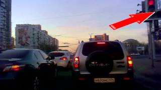 Чайники на дорогах не смотрят на светофор...