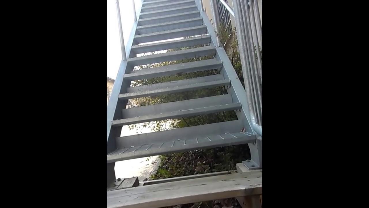 escalera metlica exterior de un edificio