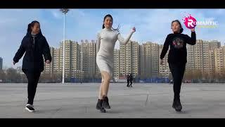 Chàng trai Dừng hình với bước nhảy Shuffle Dance của Cô gái xinh đẹp, quyến rũ 1