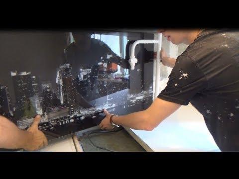 Установка стеклянного фартука с фотопечатью и подсветкой