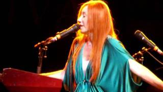 Tori Amos singing Beauty Of Speed at Bollate 2010