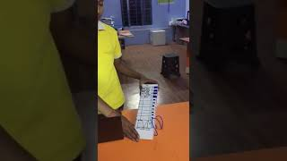 Electronic voting machine made by class 10th student