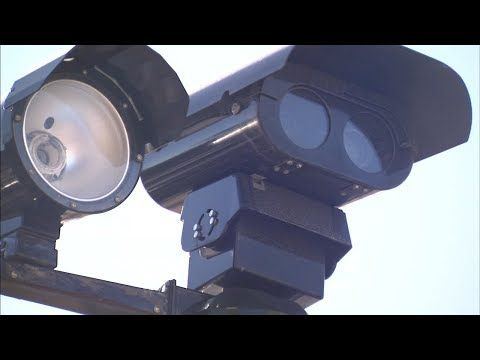 Mendoza says comptroller's office will no longer help collect red light camera fines