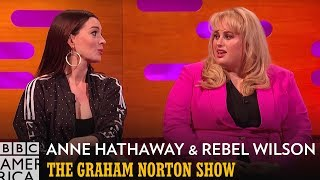 Baixar Anne Hathaway Loves to be Insulted by Rebel Wilson  | The Graham Norton Show | BBC America