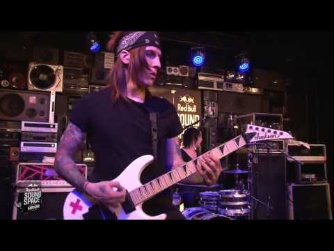 """Falling In Reverse """"The Drug In Me Is You"""" (Live In The Red Bull Sound Space At KROQ)"""