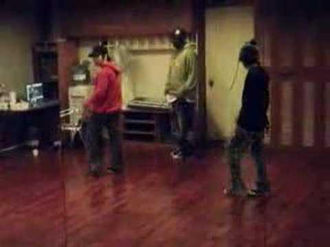 G-Dragon & YB's dancing